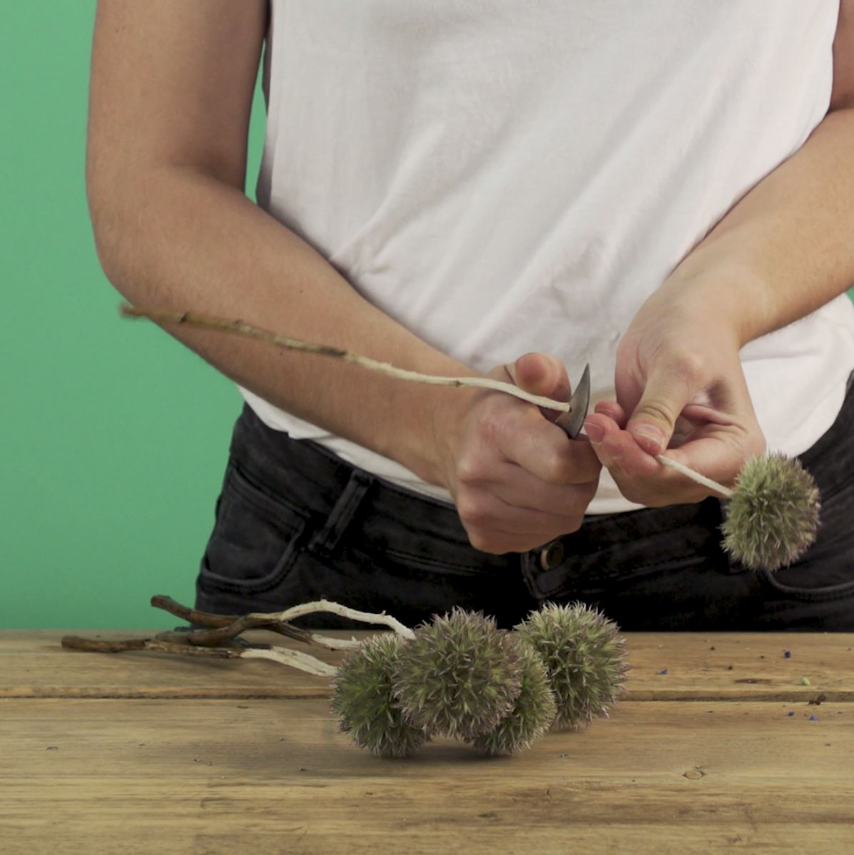 DIY Hortensiakrans stap 2: Distels snijden