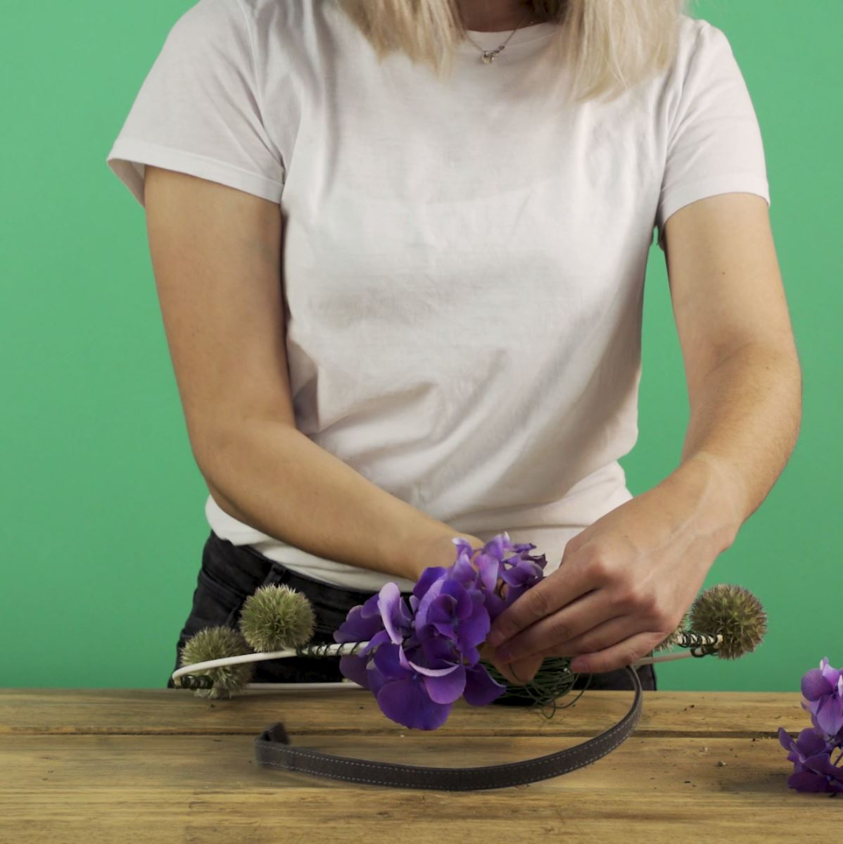 DIY Hortensiakrans stap 4: Hortensia bevestigen