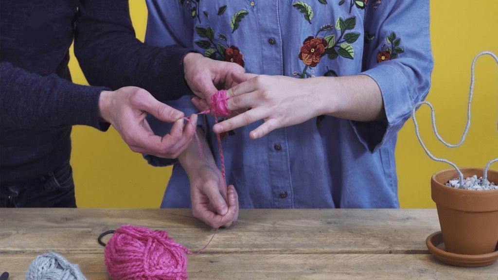 DIY kunstcactus stap 4: Ponpon