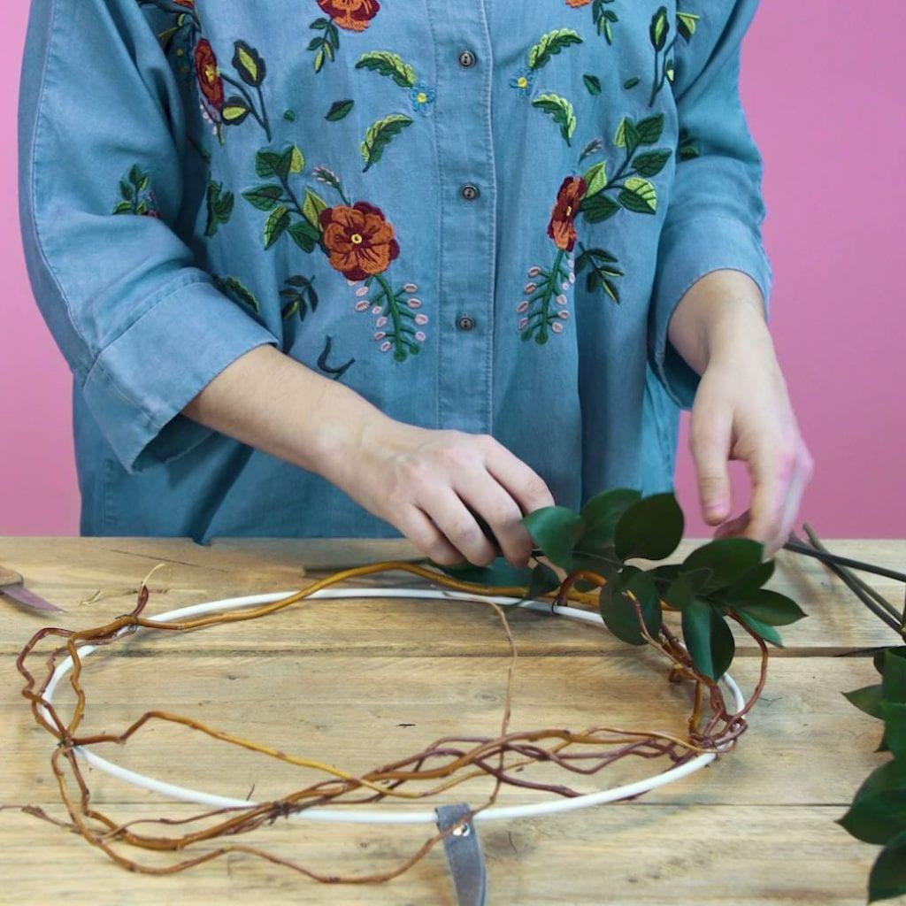 DIY paaskrans stap 2: Bind de Ruscus