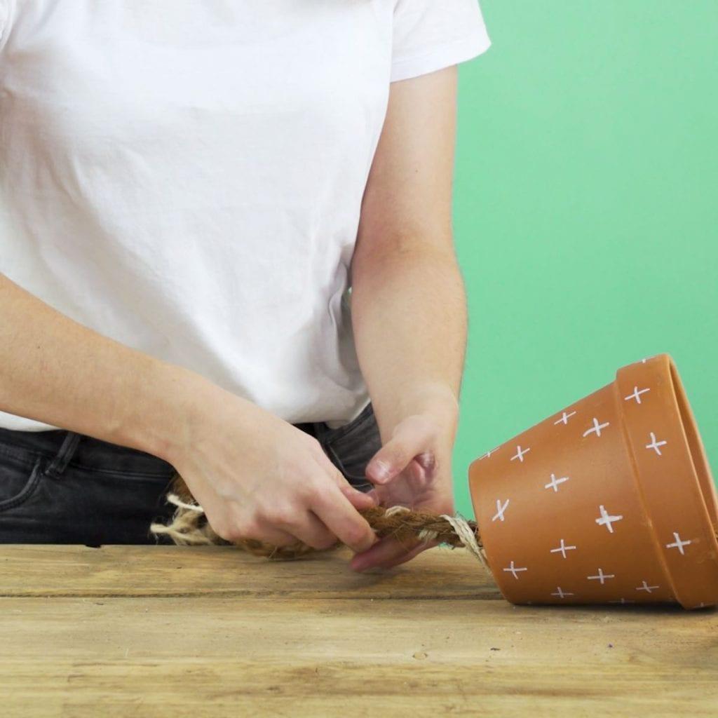 DIY kruidenhanger, stap 3: touw vlechten