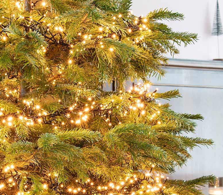 Kerstboom versieren, stap 3: de kerstboomverlichting