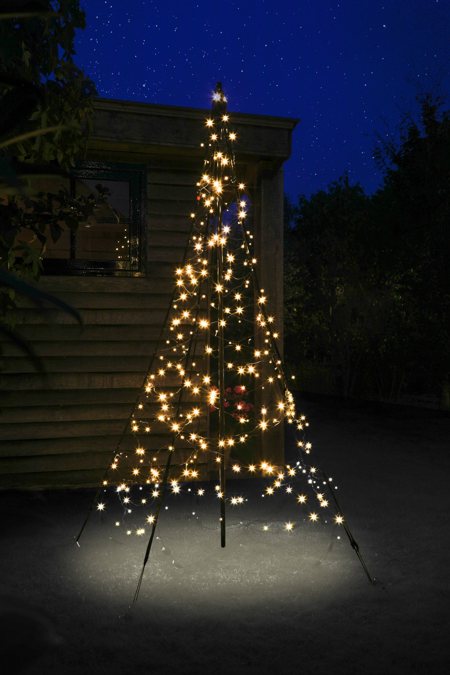 Fairybell vlaggenmast kerstboom H 200 cm met 300 LED lampjes warm wit